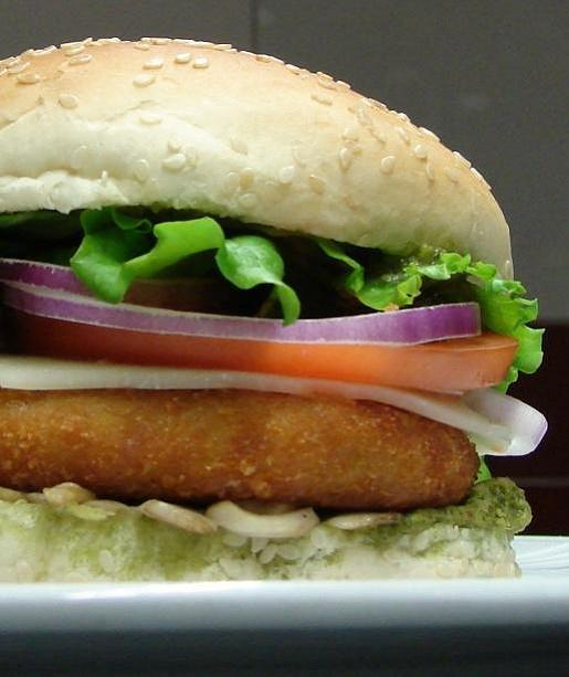 Vege Chicken Pesto Burger